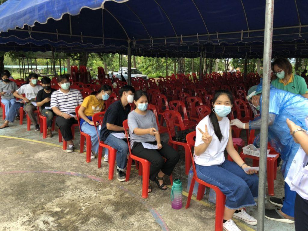 Studierende im Impfzentrum